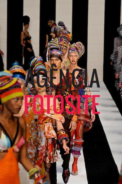 São Paulo, Brasil – 12/06/2010 - Desfile da grife Lino Villaventura  durante o São Paulo Fashion Week  -  Verao 2011. Foto: Ze Takahashi / Ag. Fotosite