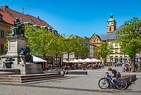 Germany; Bavaria; Lower Franconia; Schweinfurt: Rueckert's monument on market square | Deutschland; Bayern; Unterfranken; Schweinfurt: Marktplatz mit dem Rueckert-Denkmal und der Kirche St. Johannis (auch Johanniskirche) genannt