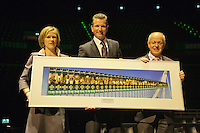 09-02-13, Tennis, Rotterdam, qualification ABNAMROWTT, Draw, dinner, Tournament director Richard Krajicek and Ahoy director Jolanda Jansen present a photo to Gerrit Zalm of the ABNAMRO bank