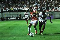 ATENÇÃO EDITOR: FOTO EMBARGADA PARA VEÍCULOS INTERNACIONAIS SÃO PAULO,SP,17 OUTUBRO 2012 - CAMPEONATO BRASILEIRO - PORTUGUESA x FLAMENGO - Amaral  jogador do Flamengo durante partida Portuguesa x Flamengo válido pela 31º rodada do Campeonato Brasileiro no Estádio Doutor Osvaldo Teixeira Duarte (Canindé), na região norte da capital paulista na noite desta quarta feira  (17).(FOTO: ALE VIANNA -BRAZIL PHOTO PRESS).