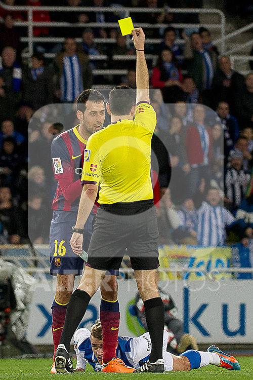 FC Barcelona's Sergio Busquets have words with the referee Fernando Teixeira Vitienes in presence of Real Sociedad's Antoine Griezman during La Copa match.February 12,2014. (ALTERPHOTOS/Mikel)