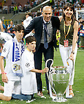 Real Madrid's coach Zinedine Zidane celebrates with his family the victory in the UEFA Champions League 2015/2016 Final match.May 28,2016. (ALTERPHOTOS/Acero)