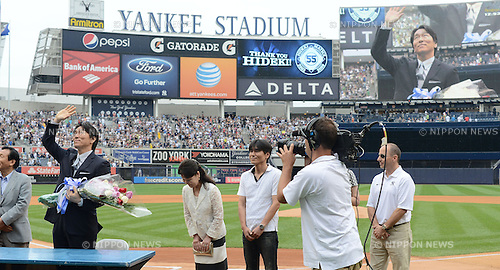 Hideki Matsui,<br /> JULY 28, 2013 - MLB :<br /> Hideki Matsui waves to fans as his father Masao, mother Saeko, brother and New York Yankees general manager Brian Cashman look on during his official retirement ceremony before the Major League Baseball game against the Tampa Bay Rays at Yankee Stadium in The Bronx, New York, United States. (Photo by AFLO)