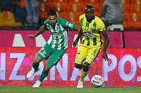 MEDELLÍN - COLOMBIA, 05-09-2018: Daniel Bocanegra (Izq) jugador de Atlético Nacional disputa el balón con Marvin Vallecilla (Der) jugador de Atlético Bucaramanga durante partido por la fecha 8 de la Liga Águila II 2018 jugado en el estadio Atanasio Girardot de la ciudad de Medellín. / Daniel Bocanegra (L) player of Atletico Nacional fights for the ball with Marvin Vallecilla (R) player of Atletico Bucaramanga during match for the date 1 of the Aguila League II 2018 at Atanasio Girardot stadium in Medellin city. Photo: VizzorImage/León Monsalve/Cont