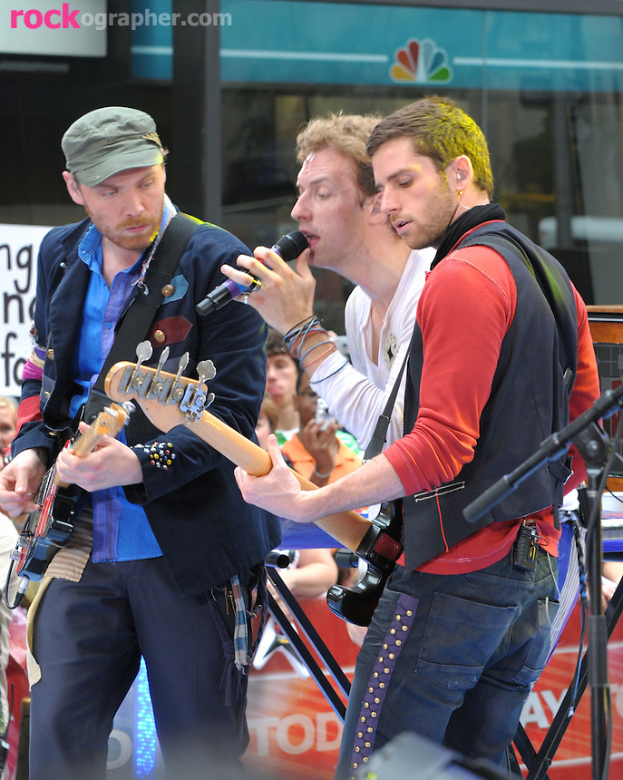 Jonny Buckland, Chris Martin and Guy Berryman of Coldplay perform at the Today Show Summer Concert Series at Rockefeller Plaza , NYC (06-27-08)