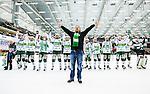 V&auml;ster&aring;s 2014-03-08 Bandy SM-semifinal 4 V&auml;ster&aring;s SK - Hammarby IF :  <br /> V&auml;ster&aring;s supporter jublar tillsammans med V&auml;ster&aring;s spelare efter matchen<br /> (Foto: Kenta J&ouml;nsson) Nyckelord:  VSK Bajen HIF jubel gl&auml;dje lycka glad happy