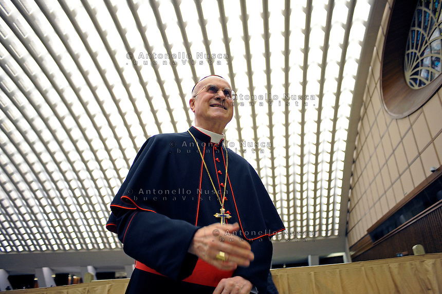 Il Cardinale Tarcisio Bertone all'interno dell'Aula Paolo Sesto.