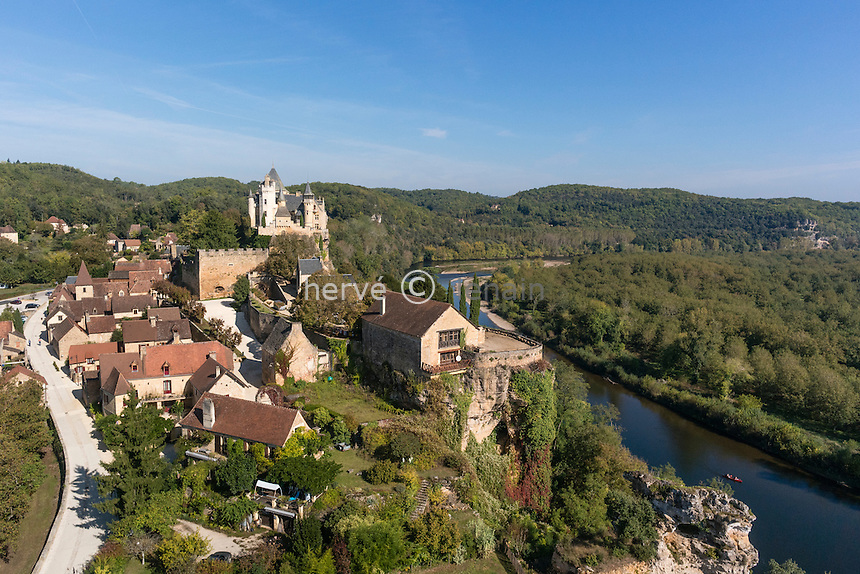 France, Dordogne (24), Vitrac, surmonté du château de Montfort (vue aérienne) // France, Dordogne, Vitrac dominated by the castle of Montfort (aerial view)