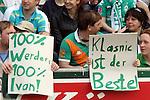 Ivan Klasnic - dreimal die Woche zur Blutwaesche - so lautet die Diagnose beim ehemaligen Werder Stuermer. Ivan ist auf eine neue Niere angwiesen - die von seinem Vater 2007 transplantierte Niere arbeitet nicht mehr. Nun wartet er auf eine neue Niere<br /> Archiv aus: <br />  FBL 2007/2008 31. Spieltag Rückrunde<br /> SV Werder Bremen vs. Energie Cottbus 03.05.2008 2:0<br /> <br /> Fans in der ersten Reihe halten zwei Plakate zum Spielfeld. Die Aufschrift: 100% Werder 100% Ivan und Klasnic ist der Beste.<br /> <br /> Foto © nph (  nordphoto  )