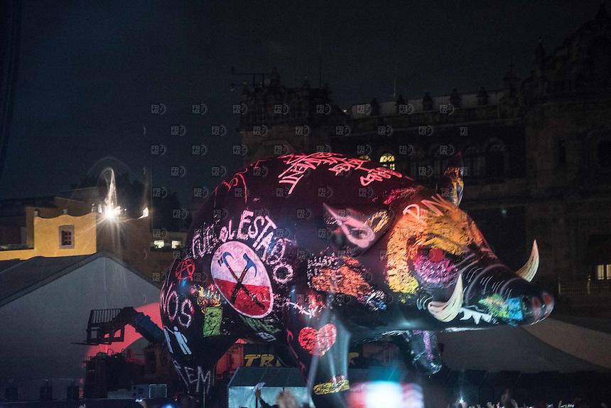 CIUDAD DE MÉXICO, octubre 01, 2016. El cantante Roger Waters durante su concierto en el zócalo de la Ciudad de México, donde criticó a Enrique Peña Nieto y a Donald Trump, el 01 de octubre de 2016 FOTO: ALEJANDRO MELÉNDEZ