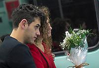 SÃO PAULO, SP, 12.06.2016 - DIA-NAMORADOS - Movimentação de casais no Metro de São Paulo neste domingo (12). (Foto: Adailton Damasceno/Brazil Photo Press)