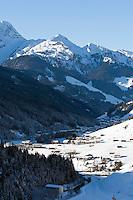 Austria, Tyrol, Ziller Valley Arena, Gerlos: popular ski resort, at background snow covered summits of Ziller Valley Alps | Oesterreich, Tirol, Zillertal-Arena, Gerlos: beliebter Skiort, im Hintergrund die schneebedeckten Gipfel der Zillertaler Alpen
