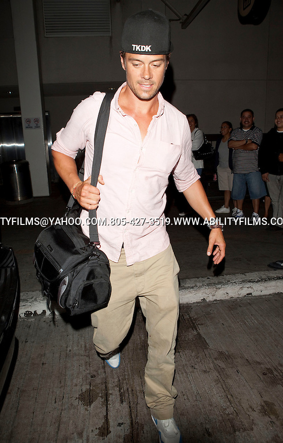.AUGUST 19TH 2011 FRIDAY NIGHT ..A SUPER TAN JOSH DUHAMEL WEARING A TKDK HAT PINK SHIRT & FERGIE CARRYING A BIG PEACH TAN HANDBAG & TIGHT LEOPARD CHEETAH PANTS AT THE LAX AIRPORT. FERGIE WAS SPORTING SOME REALLY LONG VAMPIRE LIKE FINERNAILS ..ABILITYFILMS@YAHOO.COM.805-427-3519.WWW.ABILITYFILMS.COM