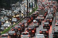 04.07.2019 - Trânsito na avenida 23 de Maio em SP