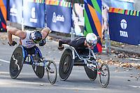 NEW YORK, NY, 06.11.2016 - MARATONA-NEW YORK -Marcel Hug da Suiça e  Kurt Fearnley da Australia, categoria cadeiras de roda durante chegada no Central Park da Maratona Internacional de New York  nos Estados Unidos neste domingo, 06. (Foto: William Volcov/Brazil Photo Press)