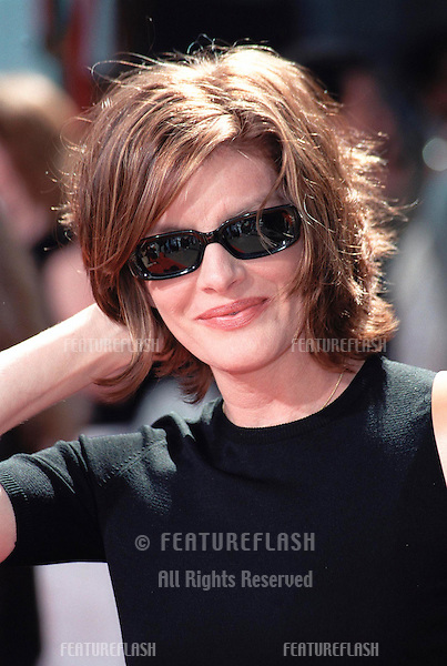 30SEP99:  Actress RENE RUSSO at Mann's Chinese Theatre in Hollywood where Warner Bros. chairmen & co-CEOs ROBERT A. DALY & TERRY SEMEL had their hand & footprints set in cement.                .© Paul Smith / Featureflash