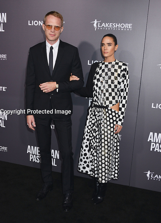 Paul Bettany + Jennifer Connelly @ the premiere of 'American Pastoral' held @ the Academy Theatre. October 13, 2016 , Beverly Hills, USA. # PREMIERE DU FILM 'AMERICAN PASTORAL' A BEVERLY HILLS