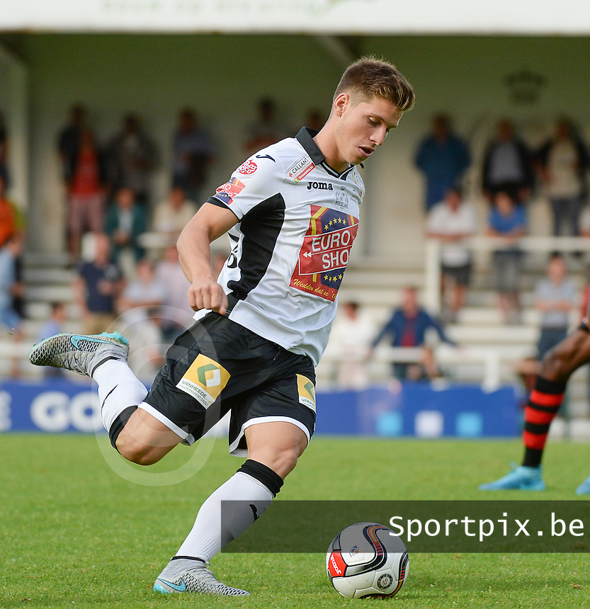 20150807 - ROESELARE, BELGIUM: Roeselare's Aaron Vanfleteren  pictured during the Proximus League match between KSV Roeselare and RFC Seraing , in Roeselare , Friday 7 August 2015, on the 1st day of the Belgian second division soccer championship. PHOTO DAVID CATRY