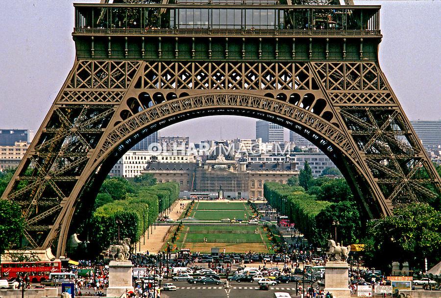 Torre Eiffel em Paris. França. 1997. Foto de Rogério Reis.