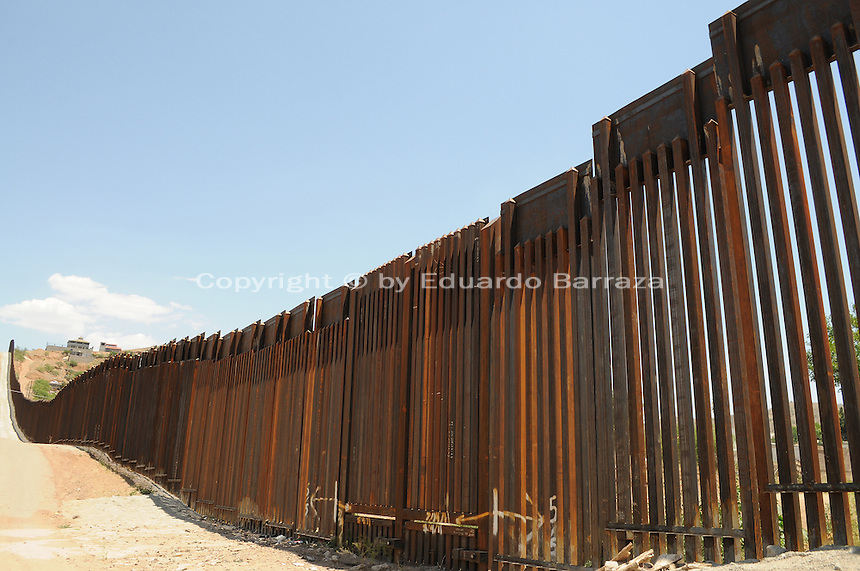Nogales, Arizona - A section of the U.S.-Mexico fence that divides the cities of Nogales, Arizona and Nogales, Sonora. This area is near the Border Patrol Nogales station, one of eight in the Tucson Sector, which is the busiest on the U.S.-Mexico border for illegal immigration, drug smuggling and border deaths. Photo by Eduardo Barraza © 2012