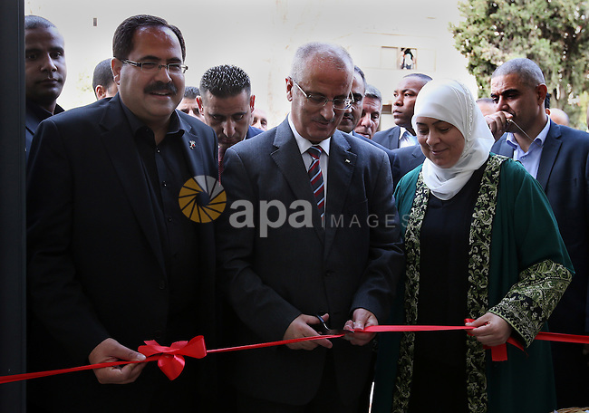 Palestinian Prime Minister, Rami Hamadallah, Open the new building of the Ministry of Education, in the West Bank city of Ramallh, on Aug 28, 2016. Photo by Prime Minister Office
