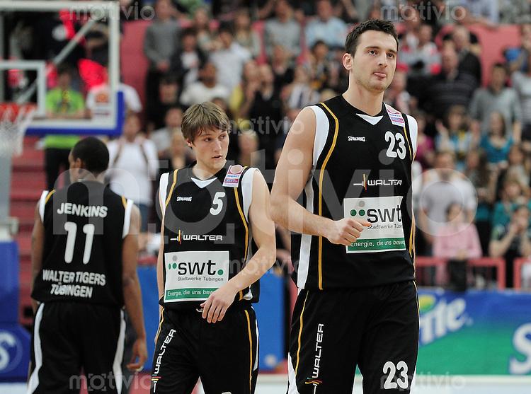 Basketball   1. Bundesliga 2009/2010  22.04.2010 Walter Tigers Tuebingen -   Telekom Baskets Bonn Andreas Kronhardt (re, Tigers) und Pirmin Unger (Tigers)