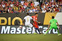 Action photo during the match Chile vs Panama, Corresponding to Group -D- America Cup Centenary 2016 at Lincoln Financial Field.<br /> <br /> Foto de accion durante el partido Chile vs Panama, Correspondiente al Grupo -D- de la Copa America Centenario 2016 en el  Lincoln Financial Field, en la foto: (i.d) Roderick Miller de Panama y Eduardo Vargas de Chile<br /> <br /> <br /> 14/06/2016/MEXSPORT/Osvaldo Aguilar.
