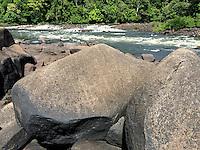 Rio Erepecuru; na bacia do rio Trombetas, transportando moradores e produtos para os territórios quilombolas e indígenas. Bacia do Trombetas. Oriximiná, Pará, Brasil.<br /> Foto Eric Stoner<br /> 24/09/2016