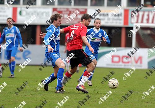 2013-03-10 / Voetbal / seizoen 2012-2013 / Lyra - Katelijne / Pinxteren (l. Katelijne) met Trouillard..Foto: Mpics.be