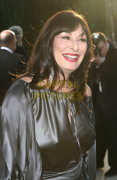 ANJELICA HUSTON.2005 Vanity Fair Oscar Party held at Morton's Restaurant. West Hollywood, CA.February 27th, 2005.Photo Credit: Jacqui Wong/AdMedia.headshot portrait .www.capitalpictures.com.sales@capitalpictures.com.© Capital Pictures.