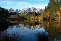 Austria, Tyrol, Reith near Kitzbuehel: Gieringer Weiher - natural lake for bathing and Wilder Kaiser mountains