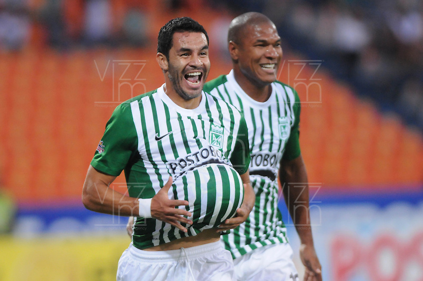 MEDELLIN -COLOMBIA-14-09-2013. Francisco Najera de Nacional celebra un gol en contra de Medellin durante partido de la fecha 9 de la Liga Postobón II 2013 jugado en el estadio Atanasio Girardot de la ciudad de Medellín./ Nacional Francisco Najera celebrates a goal against Medellin during match on the 9th date of the Postobon League II 2013 at Atanasio Girardot stadium in Medellin city. Photo: VizzorImage/Luis Ríos/STR
