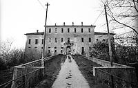 La fatiscente villa che fu un tempo il Castello di Landriano (Pavia) --- The crumbling mansion that once was the Castle of Landriano (Pavia)