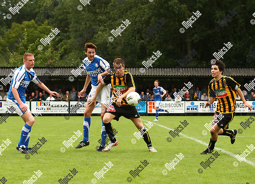 2011-09-11 / Voetbal / seizoen 2011-2012 / Vosselaar - Zwarte Leeuw / Veel strijd op het middenveld tussen Vosselaar en Zwarte Leeuw.