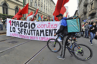 "- Milano, 1° maggio 2018, manifestazione dei sindacati di base ed indipendenti, dei lavoratori senza contratto o con contratto a termine, dei giovani ""riders"" che consegnano il cibo a domicilio in bicicletta, dei disoccupati e dei lavoratori precari e senza garanzie, degli immigrati costretti a lavorare in nero<br />