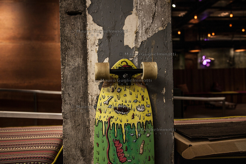 Detroit Quicken Loans offices Detroit<br /> skateboard in primo piano