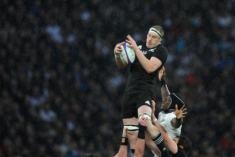 Brodie Retallick of New Zealand wins the lineout during the Quilter International match between England and New Zealand at Twickenham Stadium on Saturday 10th November 2018 (Photo by Rob Munro/Stewart Communications)