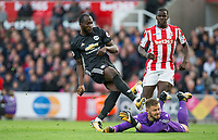 Romelu Lukaku of Man Utd scores his goal making it 2 1 during the Premier League match between Stoke City and Manchester United at the Britannia Stadium, Stoke-on-Trent, England on 9 September 2017. Photo by Andy Rowland.