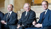 Berlin, Dienstag (07.05.13), Bundesfinanzminister Wolfgang Schäuble (CDU), der Präsident der Deutschen Bundesbank, Jens Weidmann (r.) und der französische Minister für Finanzen und Wirtschaft, Pierre Moscovici (l.), sitzen bei der Feierstunde zu 25 Jahre Deutsch-Französischer Finanz- und Wirtschaftsrat nebeneinander. Foto: Michael Gottschalk/CommonLens