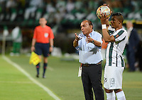 MEDELLÍN -COLOMBIA-03-10-2015. Jorge Luis Bernal técnico del Jaguares FC gesticula durante partido contra Atlético Nacional por la fecha 15 de la Liga Aguila II 2015 jugado en el estadio Atanasio Girardot de la ciudad de Medellín./ Jorge Luis Bernal coach of Jaguares FC gestures during match against Atletico Nacional for the  date 15 of the Aguila League II 2015 at Atanasio Girardot stadium in Medellin city. Photo: VizzorImage/León Monsalve/STR