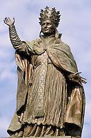 Europe/France/Auvergne/15/Cantal/Aurillac: Statue du Pape Sylvestre II (Gerbert abbé d'Aurillac) - Bronze de David d'Angers