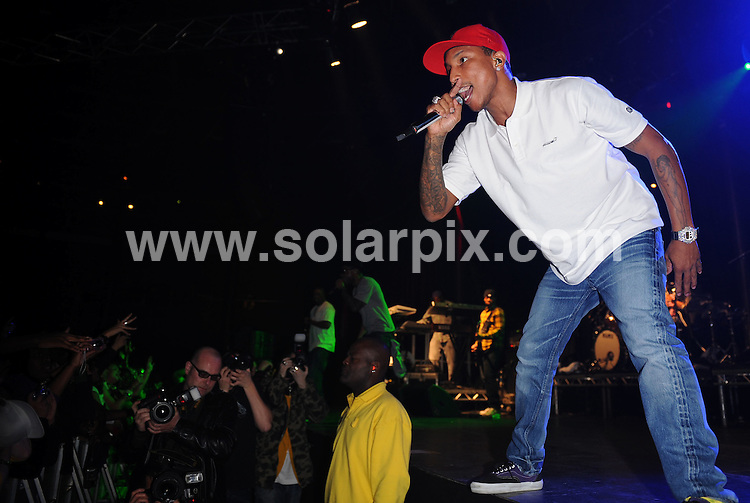 **ALL ROUND PICTURES FROM SOLARPIX.COM**.**WORLDWIDE SYNDICATION RIGHTS**.**ALL ROUND PICTURES FROM SOLARPIX.COM**.**WORLDWIDE SYNDICATION RIGHTS**.Pharell Williams, from the Neptunes, performs with N*E*R*D* perform live at The Roundhouse, Chalk Farm Road, London, UK.  Tuesday November 11, 2008..JOB REF: 7853 SSD     DATE: 11_11_2008.**MUST CREDIT SOLARPIX.COM OR DOUBLE FEE WILL BE CHARGED* *UNDER NO CIRCUMSTANCES IS THIS IMAGE TO BE REPRODUCED FOR ANY ONLINE EDITION WITHOUT PRIOR PERMISSION*