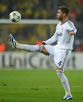 FUSSBALL   CHAMPIONS LEAGUE   SAISON 2012/2013   GRUPPENPHASE   Borussia Dortmund - Real Madrid                                 24.10.2012 Sergio Ramos (Real Madrid) Einzelaktion am Ball