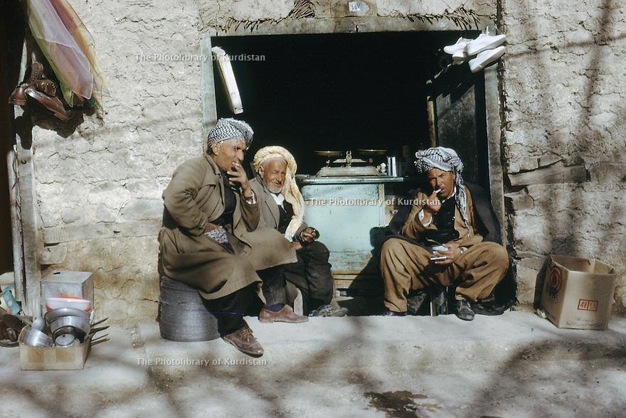 Iraq 1972<br /> Ashopkeeper with friends in front his shop in the bazar of Shaklawa<br /> Irak 1972<br /> Un marchand avec des amis devant son magasin dans le bazar de Shaklava