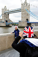 GREAT BRITAIN, London, Tower bridge and  Union Jack flag / GROSSBRITANNIEN, London, Tower bridge und  britische Flagge