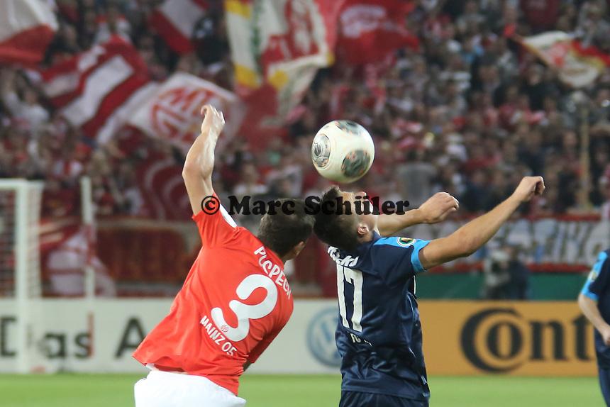 Zdenek Pospech (Mainz) gegen Slawomir Peszko (Köln)- 1. FSV Mainz 05 vs. 1. FC Köln, Coface Arena, 2. Runde DFB-Pokal