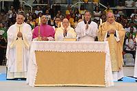 RIO DE JANEIRO, RJ, 28 JULHO 2012 - JMJ2013-PREPARAI O CAMINHO- Don Giovanni D Aniello, Nuncio Apostolico do Brasil, Don Raimundo Damasceno de Assis, Arcebispo de Aparecida e Presidente da CNBB e Don Orani, Arcebispo da Arquidiocese do rio de janeiro no  evento Preparai o Caminho,no maracanazinho, inicio da preparacao para a Jornada Mundial da Juventude-JMJ2013,no Rio de Janeiro, neste sabado dia 28, maracana, zona norte do rio.(FOTO: MARCELO FONSECA / BRAZIL PHOTO PRESS).