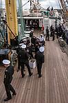 Gdynia (woj. pomorskie) 17.08.2014. Zlot żaglowców w Gdyni. Marynarze na pokładzie żaglowca STS Kruzersztern