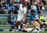Rugby, Torneo delle Sei Nazioni: Italia vs Inghilterra. Roma, 14 febbraio 2016.<br /> Italy&rsquo;s Michele Campagnaro, right, is challenged by England&rsquo;s Anthony Watson, left, and Owen Farrell, during the Six Nations rugby union international match between Italy and England at Rome's Olympic stadium, 14 February 2016.<br /> UPDATE IMAGES PRESS/Riccardo De Luca