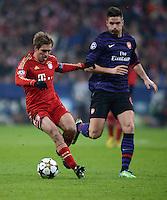 FUSSBALL  CHAMPIONS LEAGUE  ACHTELFINALE  HINSPIEL  2012/2013      FC Bayern Muenchen - FC Arsenal London     13.03.2013 Philipp Lahm (li, FC Bayern Muenchen)  gegen Olivier Giroud (re, Arsenal)